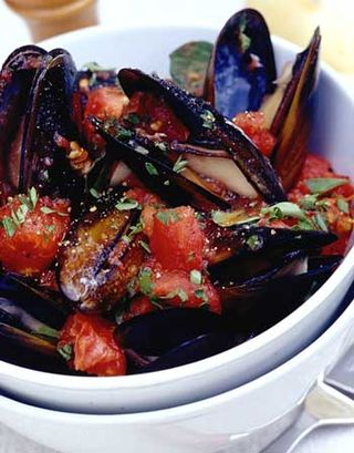 Steamed-Mussels-with-Tomato
